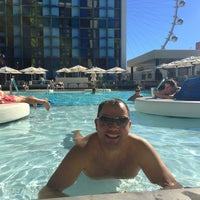 Photo prise au The POOL at the LINQ par Gilbert  P. le10/22/2015