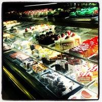 Снимок сделан в Freed's Bakery пользователем Glasel P. 3/10/2013