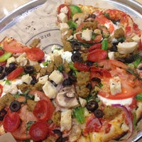 Photo taken at Pieology Pizzeria by Yng L. on 11/17/2014