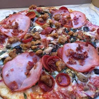 Photo taken at Pieology Pizzeria by Yng L. on 6/27/2015