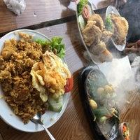 รูปภาพถ่ายที่ Restoran & Wisata Air Alam Sari โดย ウチマー เมื่อ 11/26/2016