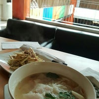 Photo taken at Thai Express by Aay on 6/7/2016
