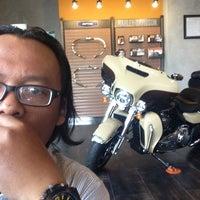 Photo taken at Mabua Harley-Davidson by Kang S. on 4/24/2014