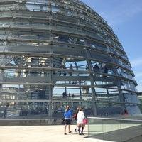 Das Foto wurde bei Reichstagskuppel von Elka Z. am 4/23/2013 aufgenommen