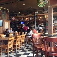10/7/2012 tarihinde Minton N.ziyaretçi tarafından Rudyard's British Pub'de çekilen fotoğraf