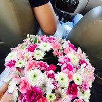 Photo taken at Khosheh Flower Shop   گلفروشی خوشه by Sepideh M. on 7/20/2017