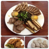 Photo taken at Pearl's Oriental Restaurant by Yansen S. on 8/5/2013