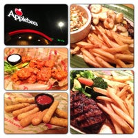 Photo taken at Applebee's Neighborhood Grill & Bar by Yansen S. on 4/1/2013