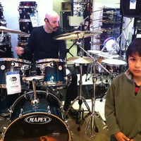 Photo taken at Audiomusica by Rodrigo L. on 10/21/2012