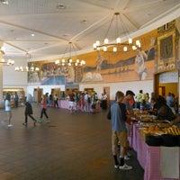 8/29/2015 tarihinde Lukas Z.ziyaretçi tarafından Leo O'Donovan Dining Hall, Georgetown University'de çekilen fotoğraf