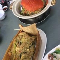 Photo taken at G7 Sinma Live Seafood Restaurant 新马活海鲜 by Angela K. on 8/15/2017
