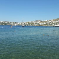 Photo taken at Beyaz Beach Club by Hulusi Ö. on 8/25/2017