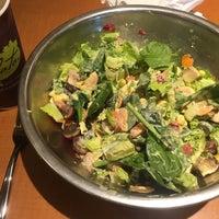 Foto tirada no(a) Salata por Simon W. em 3/29/2016