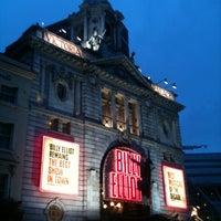 Photo prise au Victoria Palace Theatre par Kevin H. le10/20/2012