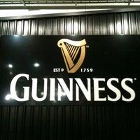1/18/2013 tarihinde Kevin H.ziyaretçi tarafından Guinness Storehouse'de çekilen fotoğraf