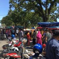 Photo taken at Lorong Kulit Flea Market (Pasar Lambak) by Rayson R. on 11/12/2016