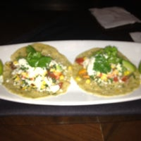 Снимок сделан в Eddie V's Prime Seafood пользователем girlubkillnem H. 9/15/2012