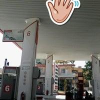 Photo taken at Öz Altun petrol ltd.şti. Petrol Ofisi by Esra Ö. on 9/14/2017