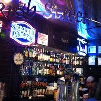 Foto diambil di Rush Street Bar oleh Charly S. pada 12/7/2012