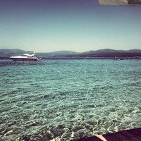 5/26/2013 tarihinde Ozlem c.ziyaretçi tarafından Mukka Beach Club'de çekilen fotoğraf