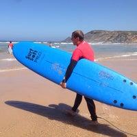 Foto tirada no(a) Praia da Amoreira por Alexandra M. em 8/26/2014