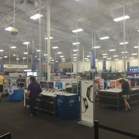 Photo taken at Best Buy by SooFab on 9/11/2016