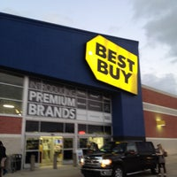 Photo taken at Best Buy by SooFab on 12/22/2014