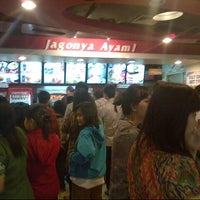 Photo taken at KFC by Fe R. on 10/9/2013