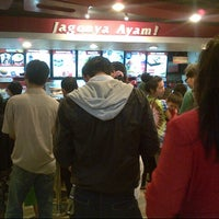 Photo taken at KFC by Fe R. on 10/16/2013