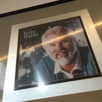 Photo taken at Kenny Rogers Roasters by Arthur J. on 4/4/2017
