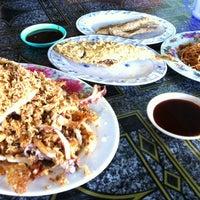 Photo taken at celup tepung penarek by Mohd H. on 6/5/2012