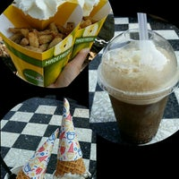 Photo taken at Granny's Apple Fries by H L. on 8/22/2016