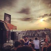 Photo prise au Play Label Rooftop par Fred M. le6/18/2013