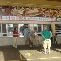 Снимок сделан в Costco Food Court пользователем Timothy H. 10/31/2012