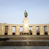 12/24/2012 tarihinde Diabloziyaretçi tarafından Sowjetisches Ehrenmal Tiergarten'de çekilen fotoğraf