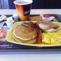Photo taken at McDonald's by Mami P. on 10/6/2012
