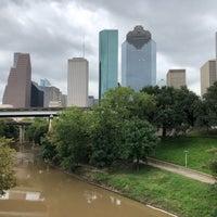 Das Foto wurde bei Buffalo Bayou Walk von Tina am 9/27/2018 aufgenommen
