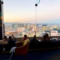 Foto scattata a Skyfall Lounge da Tina il 10/14/2018
