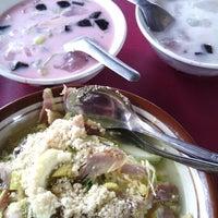 Photo taken at Es Buah & Soto Ayam Pinggir Jalan by Adeks on 12/31/2012