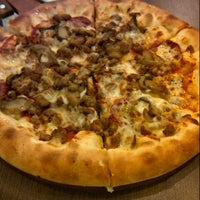 Photo taken at Pizza Hut Carrefour by Christa S. on 4/27/2013