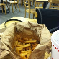 Photo taken at Five Guys by Henaynei B. on 1/10/2013
