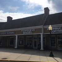 7/30/2016 tarihinde Stephen Michael F.ziyaretçi tarafından Virginia Bagel'de çekilen fotoğraf