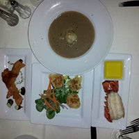 Foto tomada en Hearthstone Restaurant por Melanie W. el 12/17/2012