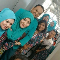 Photo taken at MAS Business Class Check-In by Ruszaini R. on 4/20/2017