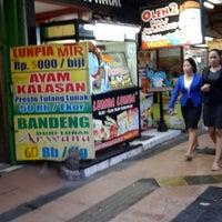 Photo taken at Pusat Oleh-Oleh Khas Semarang by Satria W. on 7/4/2013