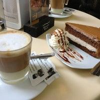 2/26/2013 tarihinde Alis H.ziyaretçi tarafından Café de Autor'de çekilen fotoğraf