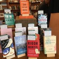 Снимок сделан в Eagle Harbor Bookstore пользователем Kate H. 4/16/2017