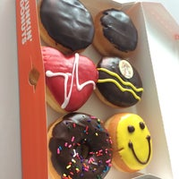 Photo taken at Dunkin' Donuts by Tinchen F. on 4/16/2014