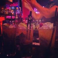 Foto tomada en Think Bar por Dionisio G. el 7/20/2014
