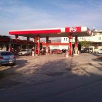 Photo taken at Öz Altun petrol ltd.şti. Petrol Ofisi by Mehmet A. on 4/13/2013